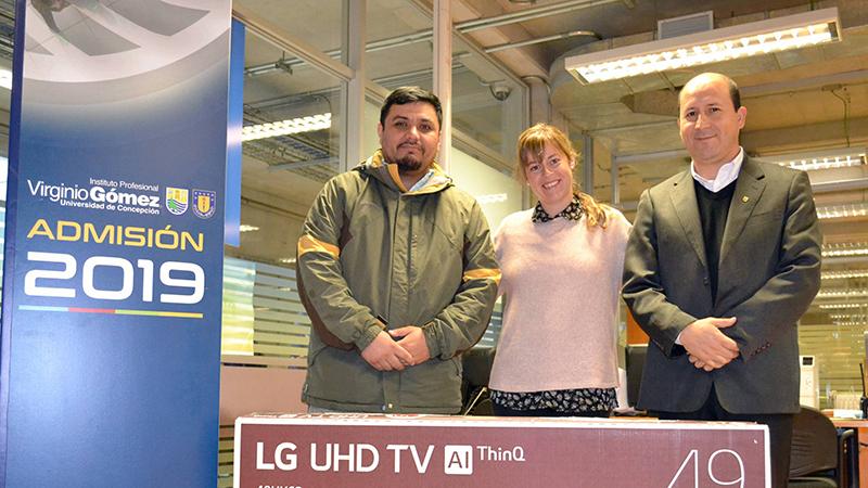 "Campaña Alumni regaló un Smart TV de 49"""